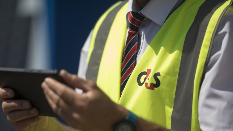 G4S security officer holding a tablet