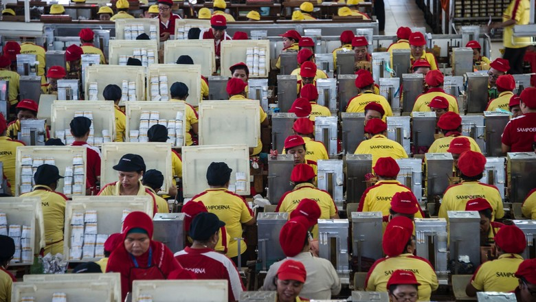 Sampoerna workers in Indonesia