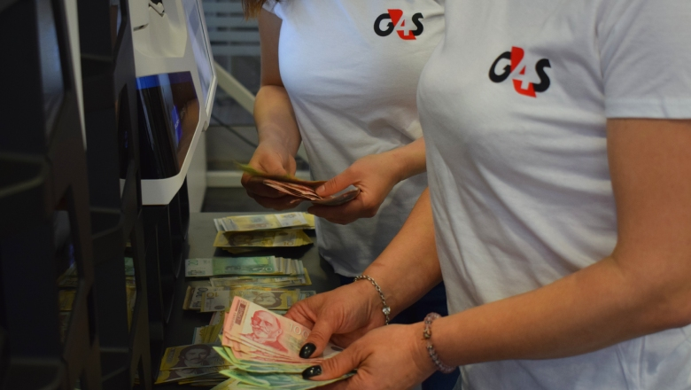 G4S employees handling cash
